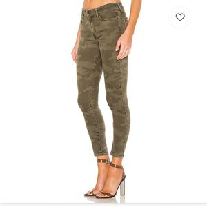 🆕 NWT Sanctuary Social Ankle Skinny Camo Jeans.